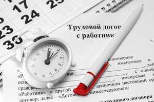 При увольнении работающего пенсионера нужно ли отрабатывать 2 недели